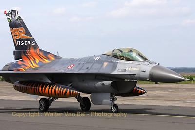 TuAF_F-16C_93-0682_192Filo_cnHC-26_LFQI_20110511_IMG_30273_WVB_1200px