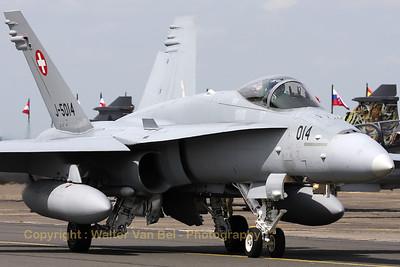 SwissAF_FA-18C_Hornet_J-5014_LFQI_20110511_IMG_30018_WVB_1200px_ed2