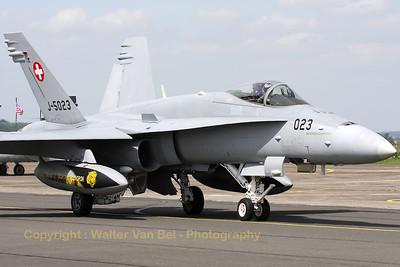 SwissAF_FA-18C_Hornet_J-5023_LFQI_20110511_IMG_30022_WVB_1200px