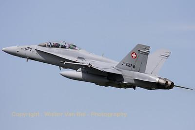 SwissAF_FA-18D_Hornet_J-5236_LFQI_20110511_IMG_30082_WVB_1200px