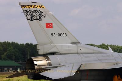 TuAF_F-16C_93-0688_192Filo_cnHC-32_EBBL_20070717_CRW_9142_RT8_WVB_1200px