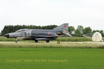 At the end of a TLP2008-3 mission, this Turkish Air Force F-4E-2020 (68-0528, cn 3726) is about to drop its brake-chute, before returning to the ramp at Florennes AFB. Sadly, this aircraft crashed near Altinekin on March 17th 2009, killing one of its crew-members.