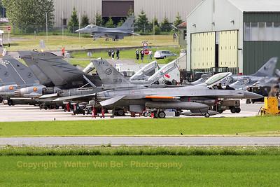 ItAF_F-16A-ADF_MM7253_cnM22-18_61-492_EBFS_20090520_IMG_6645_WVB_1200px