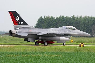 ItAF_F-16A-ADF_MM7239_cnM22-4_61-361_EBFS_20090528_IMG_7132_WVB_1200px