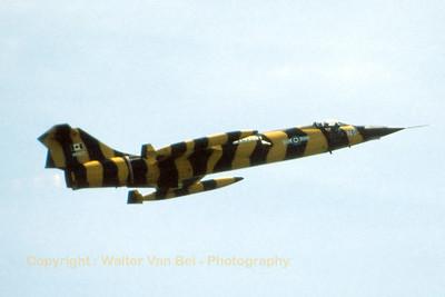 RCAF_CF-104_104761_Tiger_439Sqn_cn683A-1061_EDRB_June-1981_Scan_WVB_1200px