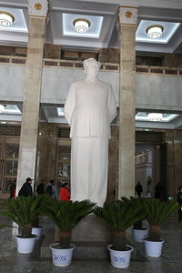 Large Chairman Mao statue in the entrance hall to the Military Museum - 20/01/18.