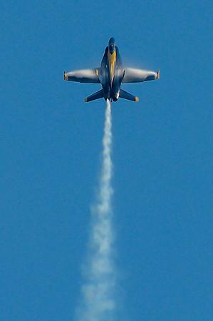 Blue Angel F/A-18 Hornet going vertical.. at the NAS Miramar Air Show in San Diego_TOM8979-Edit