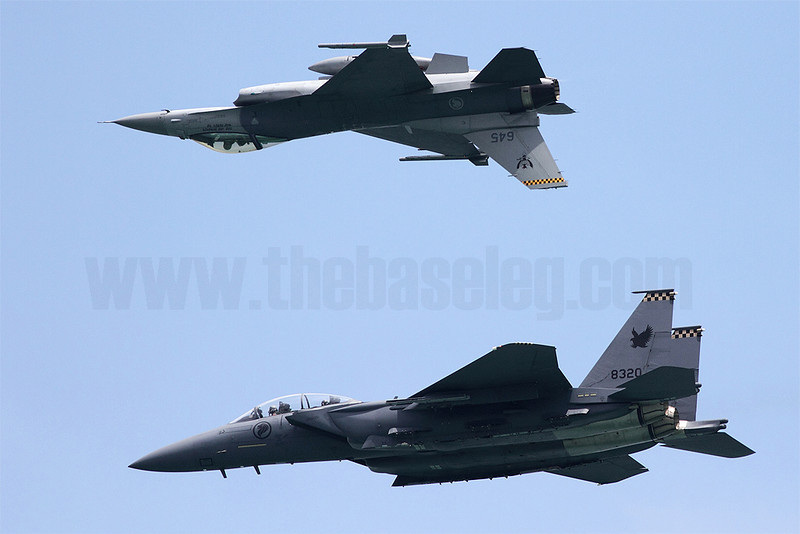 The Republic of Singapore Air Force's F-15SG and F-16C joint aerial display included this Integrated Inverted Mirror Pass. Singapore Airshow 2012
