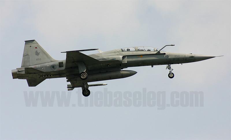 Republic of Singapore Air Force Northrop F-5T Tiger II 851/77-0359 carrying 149 Sqn markings lands at Paya Lebar airbase, Singapore.