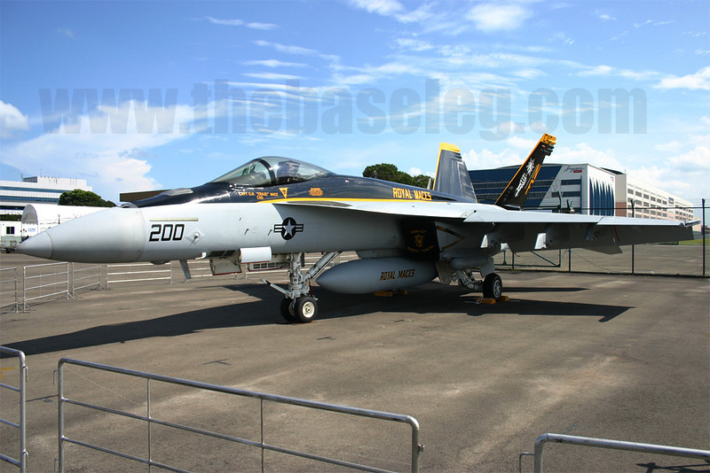 F/A-18E Super Hornet 165860/NF-200 of VFA-27 Royal Maces, Asian Aerospace 2006