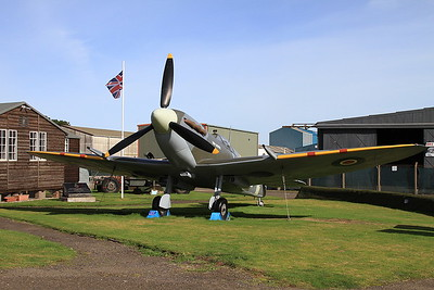 Replica Supermarine Spitfire Mk.Vb, 'EP121', Montrose Air Station - 17/09/16.
