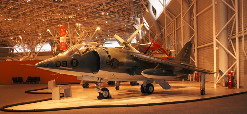 Hawker Siddeley AV-8A Harrier.jpg