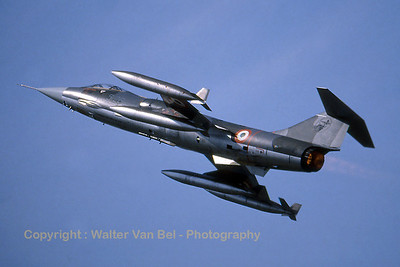 ItalyAF_F-104S_5-26_MM6848_EBBL_19880828_scan_WVB_1200px_extraUSM