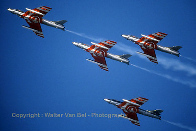 Patrouille_Suisse_4x_Hunter-F58_J-4020_EGVA_199407xx_Scanned20070406_WVB_1024px