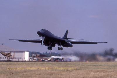 USAF_B-1B_85-0084_EL_37BS_cn44_EGVA_199507xx_scan20070711_WVB_1200px
