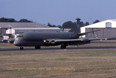 RAF_Nimrod_MR2_XV232_32_cn8007_EGVA_199507xx_Scanned20070519_WVB_1200px