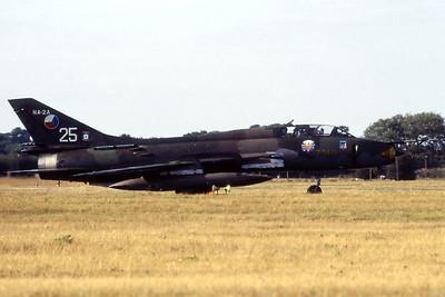 CzechAF_Su-22M-4K_7310-25-NA-2A_17532373610_EGVA_199507xx_Scanned20070711_WVB_1200px
