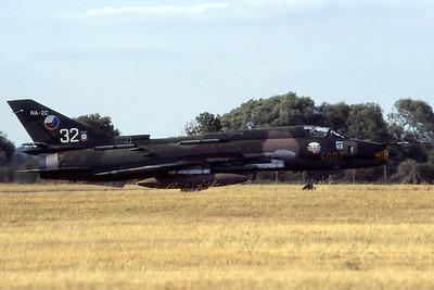 CzechAF_Su-22M-4K_4007-32-NA-2C_40407_EGVA_199507xx_Scanned20070711_WVB_1200px