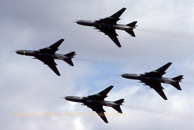 CzechAF_Su-22M-4K_4x_4007-32-40407_EGVA_199507xx_Scanned20070518_WVB_1200px