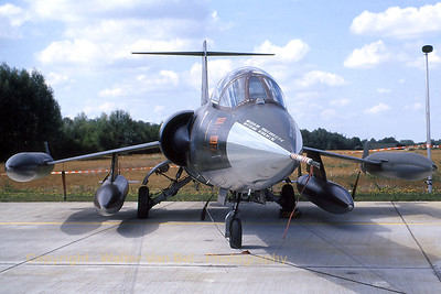 ItalyAF_F-104S_36-13_MM6701_EBFS_19930829_scan_WVB_1200px