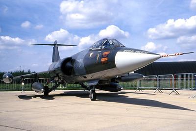 ItalyAF_F-104S_51-07_MM6820_cn1120_EBFS_19930829_scan_WVB_1200px_extraUSM