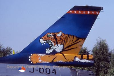 RNLAF_F-16A_J-004_6D-160_EBBL_19910901_Scanned20070714_WVB_1200px