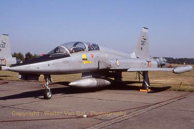 RNoAF_F-5B_387_cnN9001_336skv_EBBL_19910901_Scanned20070528_WVB_1200px