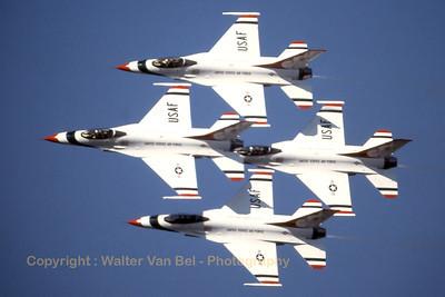 Thunderbirds_F-16A_xxxxx_EBBL_19910901_Scanned20070613_WVB_1200px