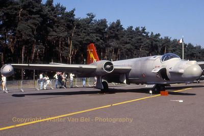 RAF_Canberra-T17A_WJ633-EF_cnHP-200B_EBBL_19910901_Scanned20070528_WVB_1200px