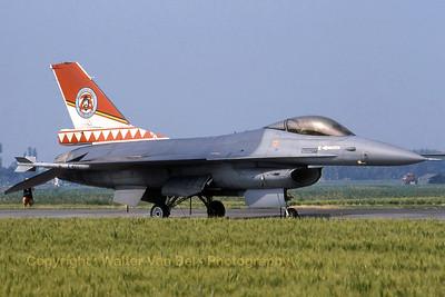 BAF_F-16A_FA-126_EBFN_19940703_scan_WVB_1200px