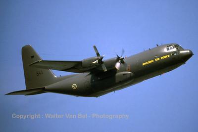 SwAF_Hercules-Tp84_C-130H_84001-841_F7_cn382-4039_EBFN_19940703_scan_WVB_1200px