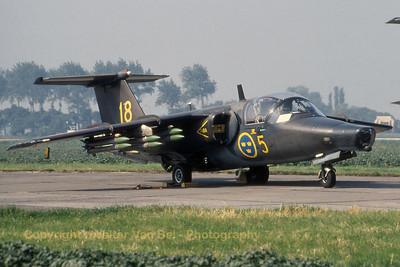 SwAF_Saab105_Sk60C_60018-18_F5_EBFN_19940703_scan_WVB_1200px