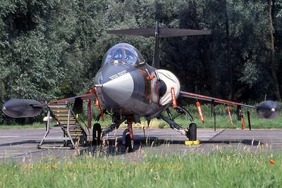 ItalyAF_F-104S_53-02_MM6824_cn1124_EBFN_19940703_scan2_WVB_1200px