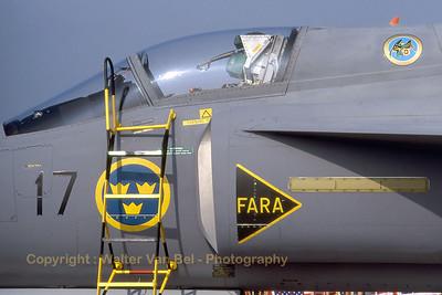 SwAF_Viggen_JA37_37394-47_F17_close-up_EBFN_19940703_scan_WVB_1200px