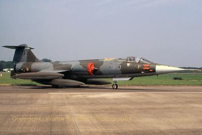 ItalyAF_F-104S_4-3_MM6761_EHVK_19950701_scan_WVB_1200px