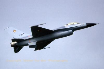 RNLAF_F-16A_J-213_EHTW_19790915_scan20070318_WVB_1200px