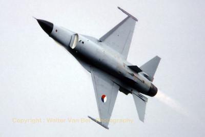RNLAF_F-16A_J-213_EHTW_19790915_scan20070318a_WVB_1024px