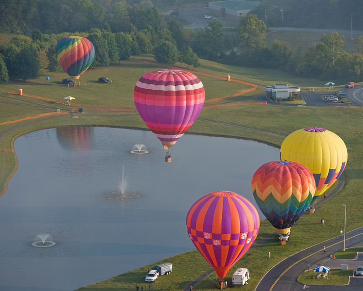 "Photo taken September 28, 2008.  The ""Hare and the Hound"" BFA task flight, Pellissippi State Community College Balloon Festival, 2008."
