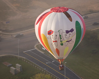 """Photo taken September 28, 2008.  """"Which way do we want to go?"""", Pellissippi State Community College Balloon Festival, 2008."""