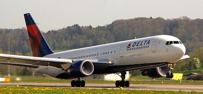 Delta 767 headed to Atlanta creating clouds of condensation in the intakes.