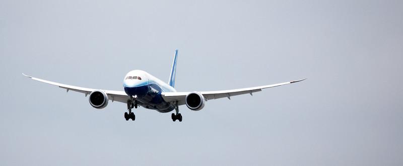 Planespotting Boeing 787 arrival in Toronto