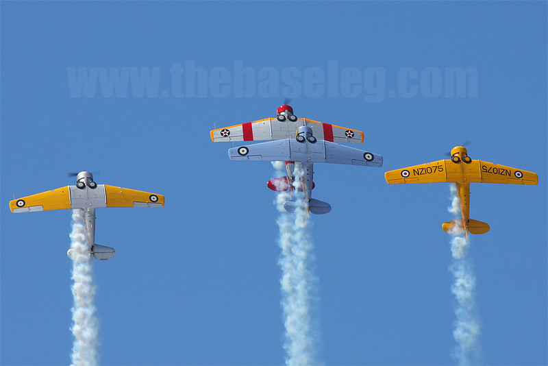 The Southern Knights pulling a loop in formation