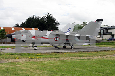 FAF_Navy_Vought_F-8P_Crusader_11_cn1228_LDV-LFRJ_20080627_IMG_2298_WVB_1200px
