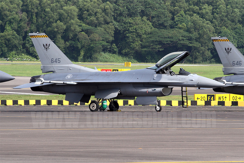 143 Sqn, like 140 'Osprey' Sqn, operates a mix of Block 52 F-16C/Ds from Tengah in Singapore's west. The oldest of these aircraft were delivered in 1998.