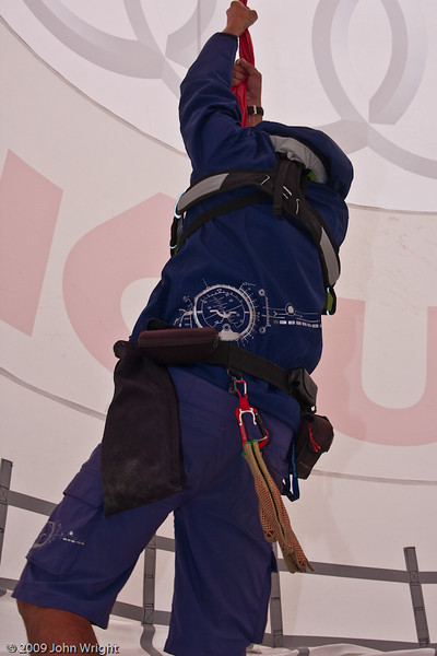 Martin Jehart demonstrated the strength of the pylon fabric.