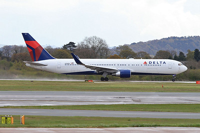 Delta Boeing 767-332ER, N198DN, throttling up for takeoff on Runway 2 - 30/04/16.