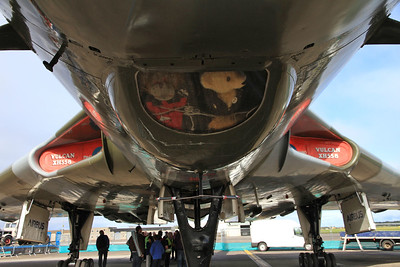Avro Vulcan B2, XH558 / G-VLCN - underwing tour .... there seem to be some bears on board - wish it was me ! - 06/09/15.