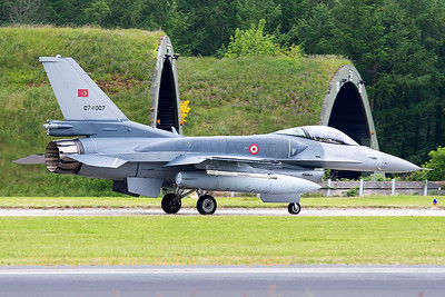 Turkish Air Force F-16CJ Fighting Falcon (07-1007; cnNV-7), on the taxitrack at Wittmund prior to another JAWTEX-mission.