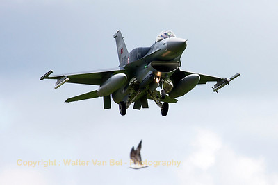 Turkish Air Force F-16CJ Fighting Falcon (07-1006; cnNV-6) on final for RWY26 at Wittmund at the end of another JAWTEX-mission. The bird was lucky to be far enough from the F-16's engine intake...