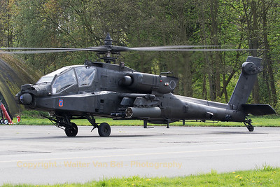US Army McDonnell Douglas AH-64D Apache Longbow (04-05444 ;cnPVD444), performing pre-flight checks prior to her display during the Belgian Heli-days 2017.